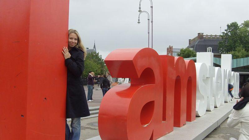 Svitlana Azarova in Amsterdam Museumplein
